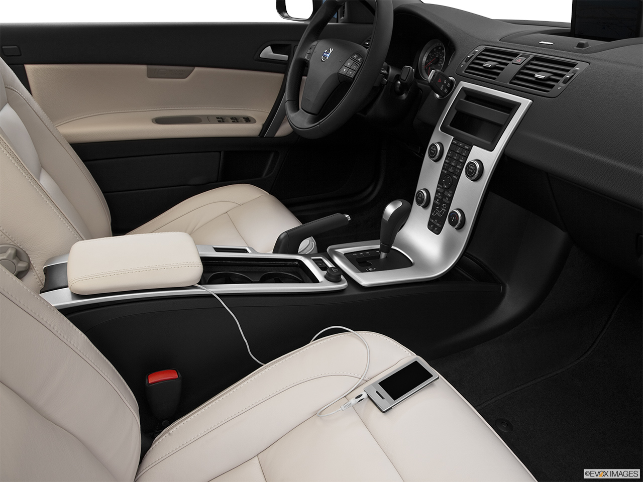 2013 Volvo C70 T5 Platinum Zune and auxiliary jack