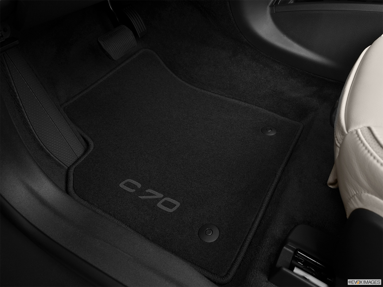 2013 Volvo C70 T5 Platinum Driver's floor mat and pedals. Mid-seat level from outside looking in.