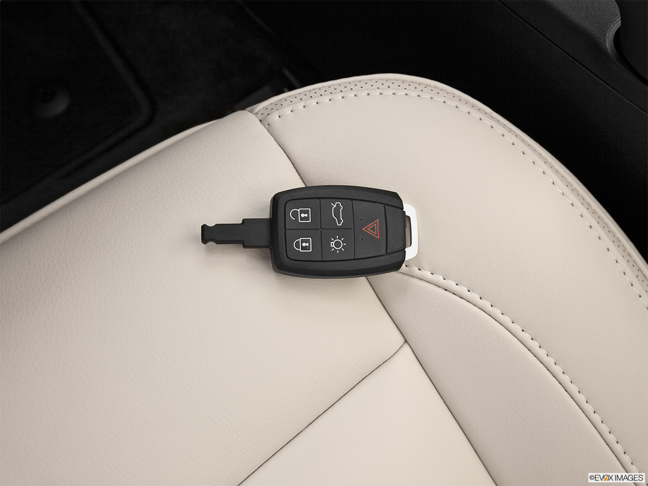 2013 Volvo C70 T5 Platinum Key fob on driver's seat.