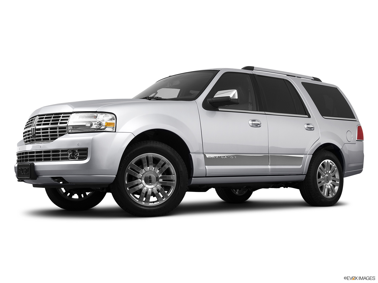 2013 Lincoln Navigator Base Low/wide front 5/8.