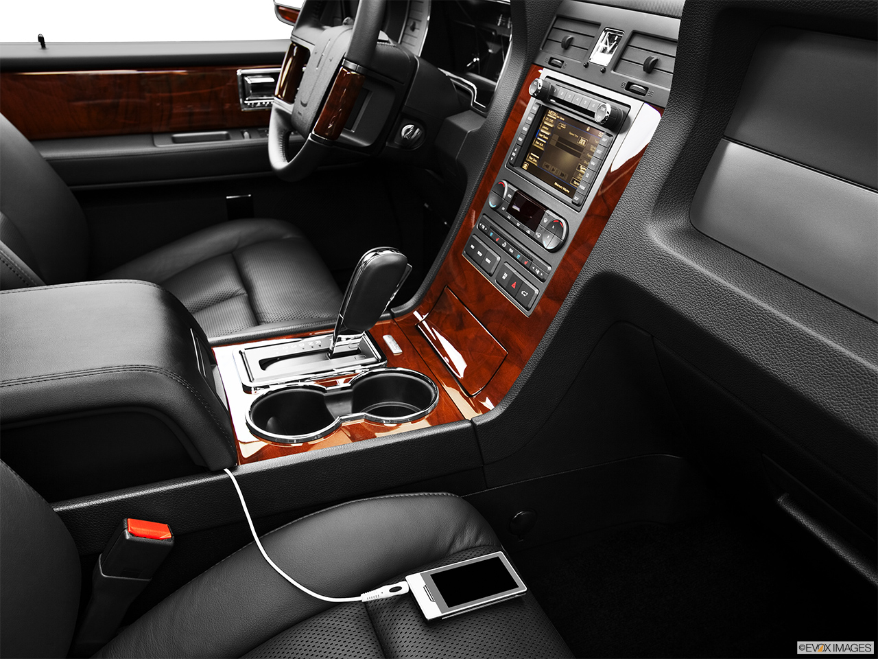 2013 Lincoln Navigator Base Zune and auxiliary jack