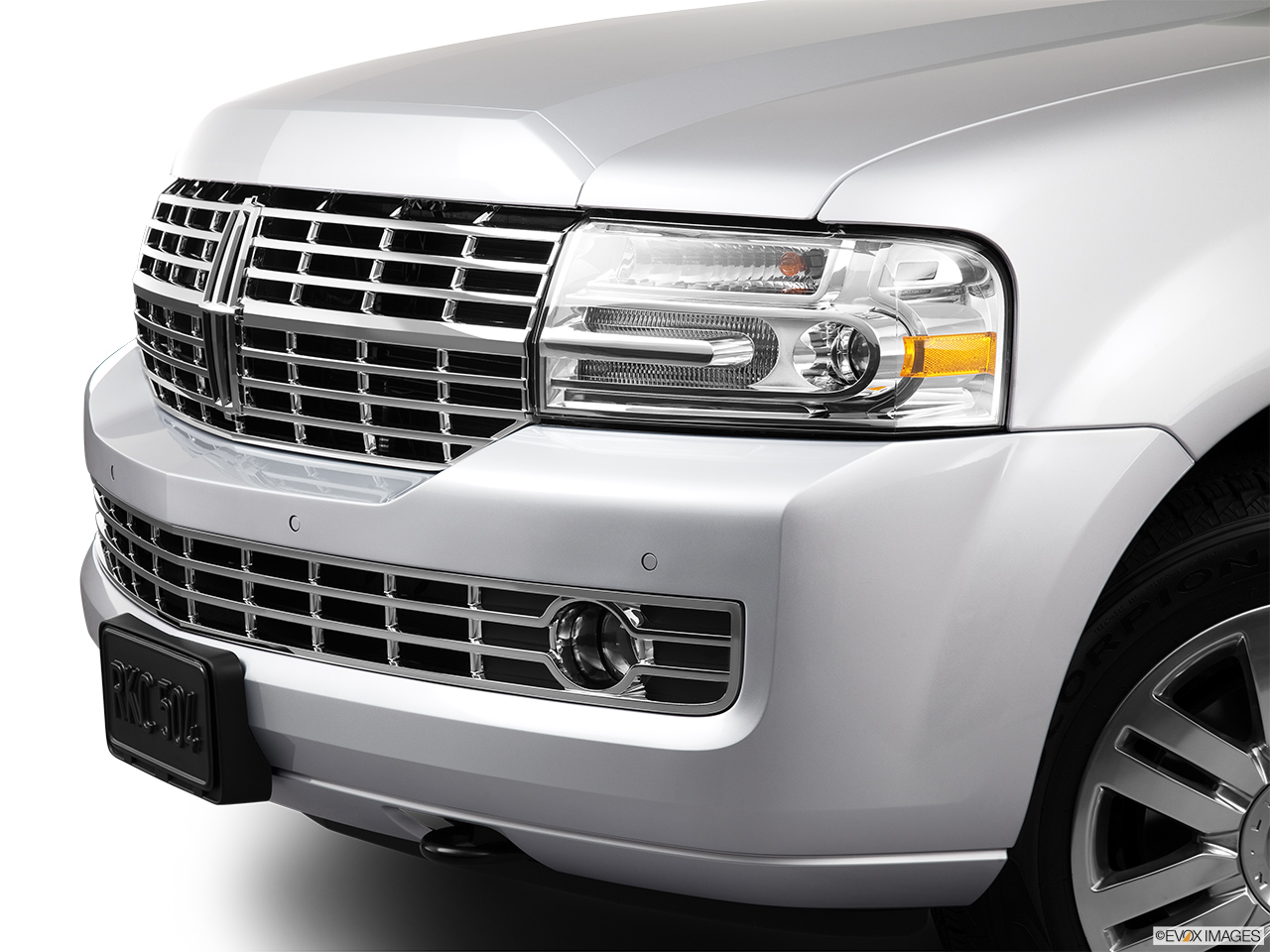2013 Lincoln Navigator Base Close up of Grill.