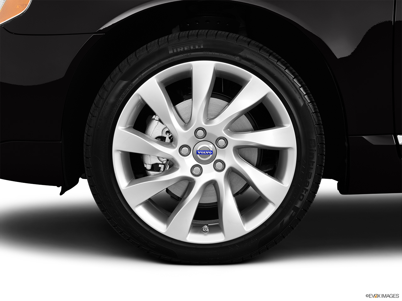 2013 Volvo S80 3.2 Platinum Front Drivers side wheel at profile.
