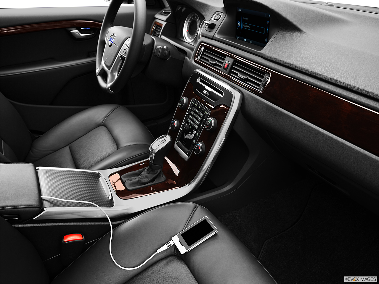 2013 Volvo S80 3.2 Platinum Zune and auxiliary jack