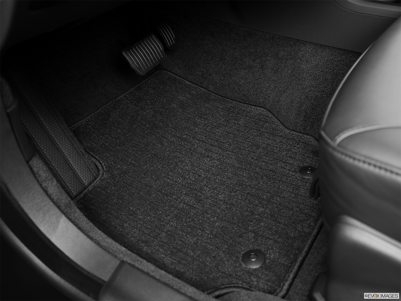 2013 Volvo S80 3.2 Platinum Driver's floor mat and pedals. Mid-seat level from outside looking in.