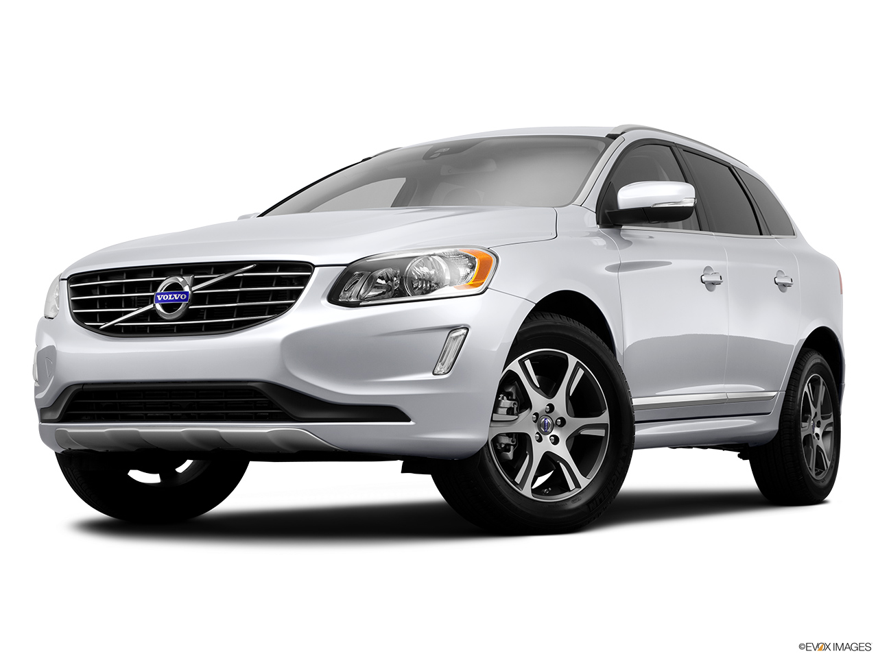 2014 Volvo XC60 T6 AWD Premier Plus Front angle view, low wide perspective.