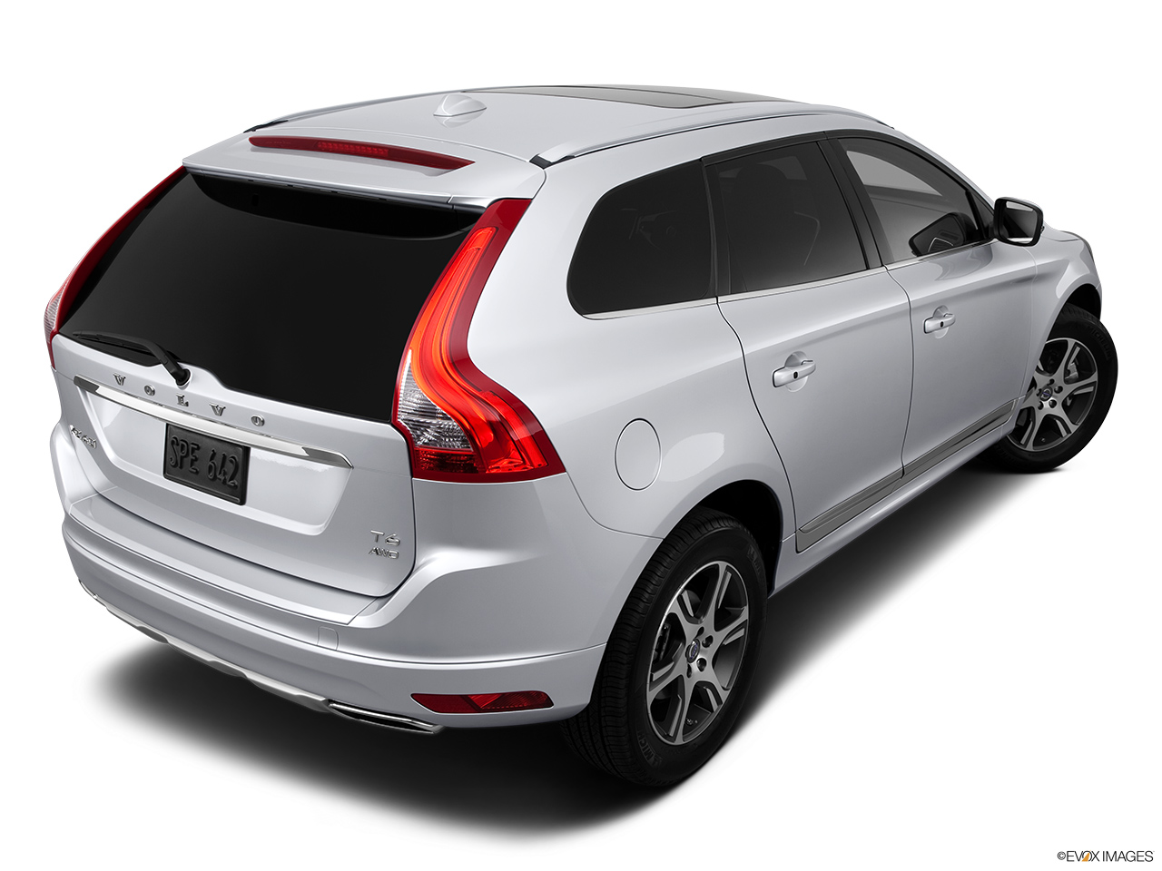 2014 Volvo XC60 T6 AWD Premier Plus Rear 3/4 angle view.