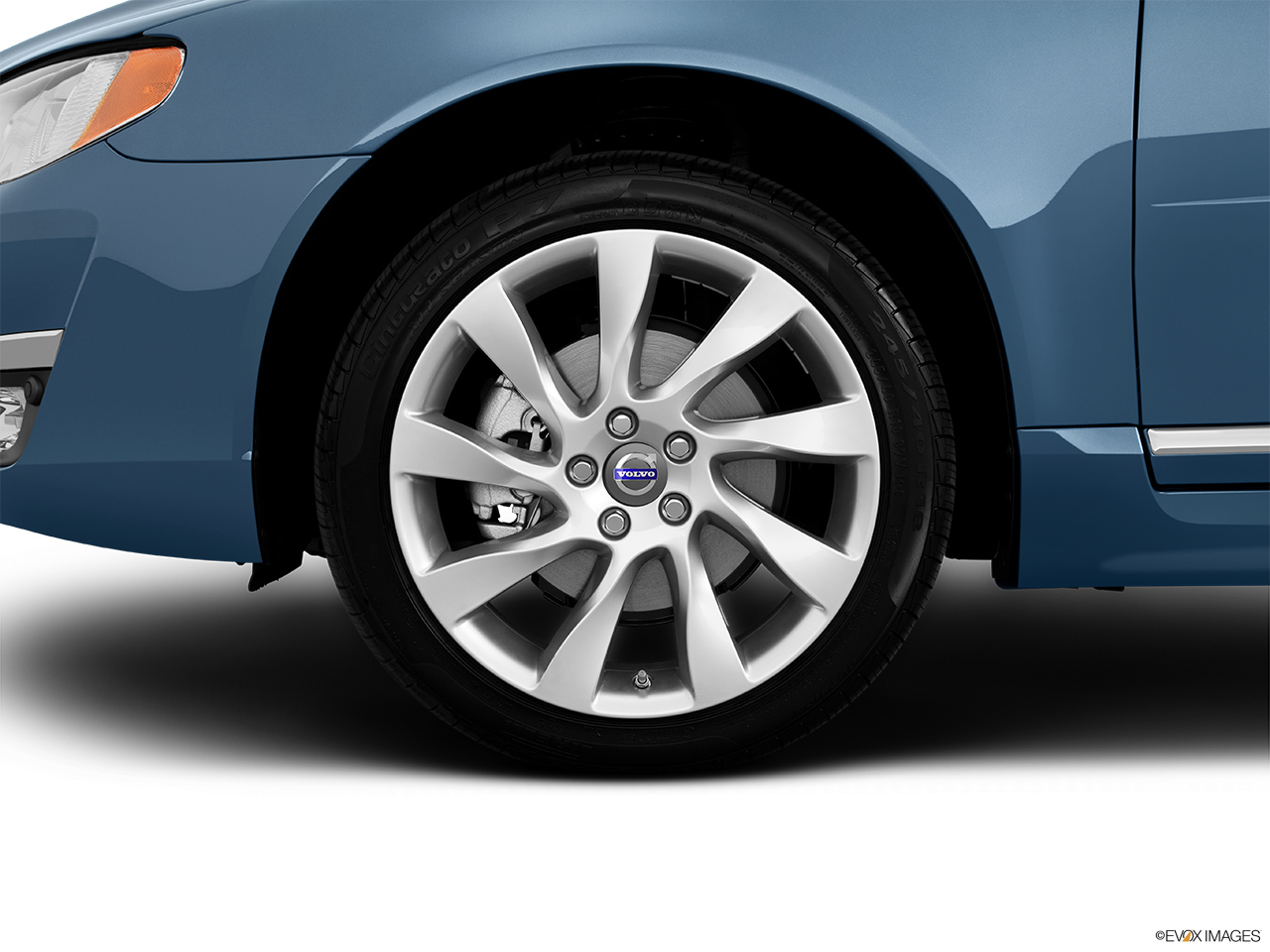 2014 Volvo S80 T6 AWD Platinum Front Drivers side wheel at profile.