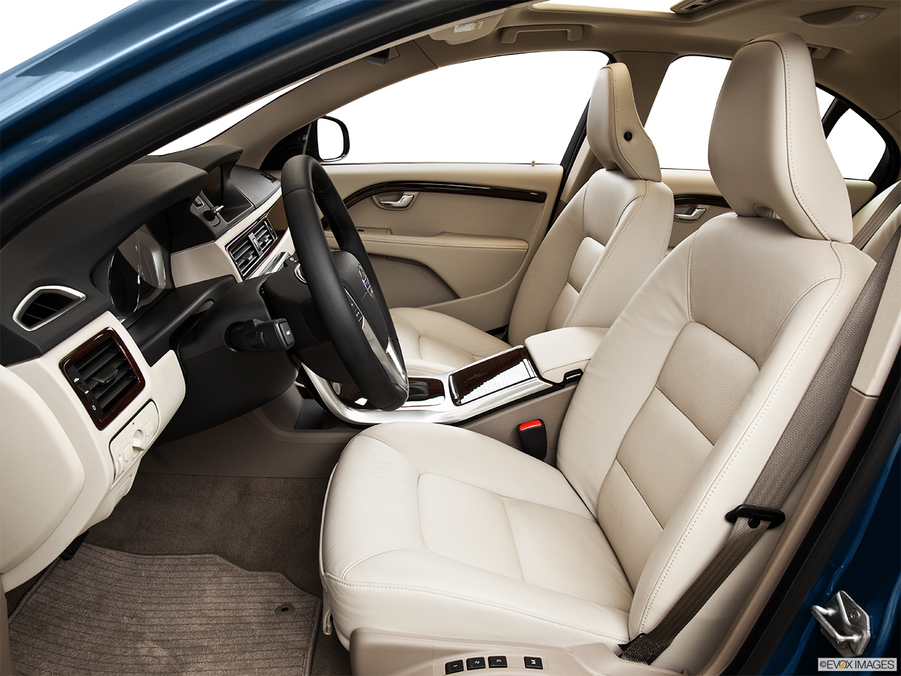 2014 Volvo S80 T6 AWD Platinum Front seats from Drivers Side.