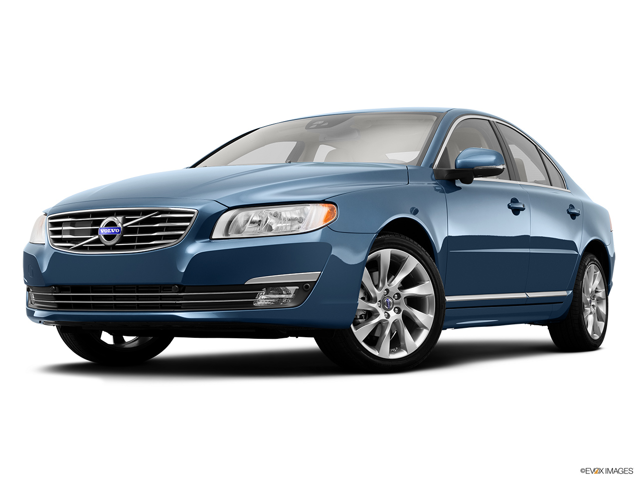 2014 Volvo S80 T6 AWD Platinum Front angle view, low wide perspective.
