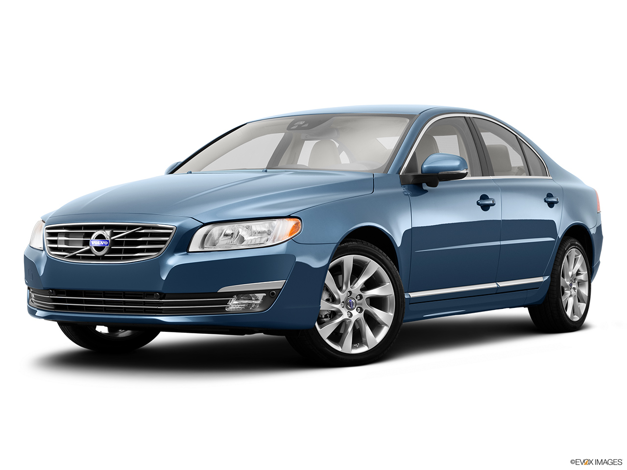 2014 Volvo S80 T6 AWD Platinum Front angle medium view.