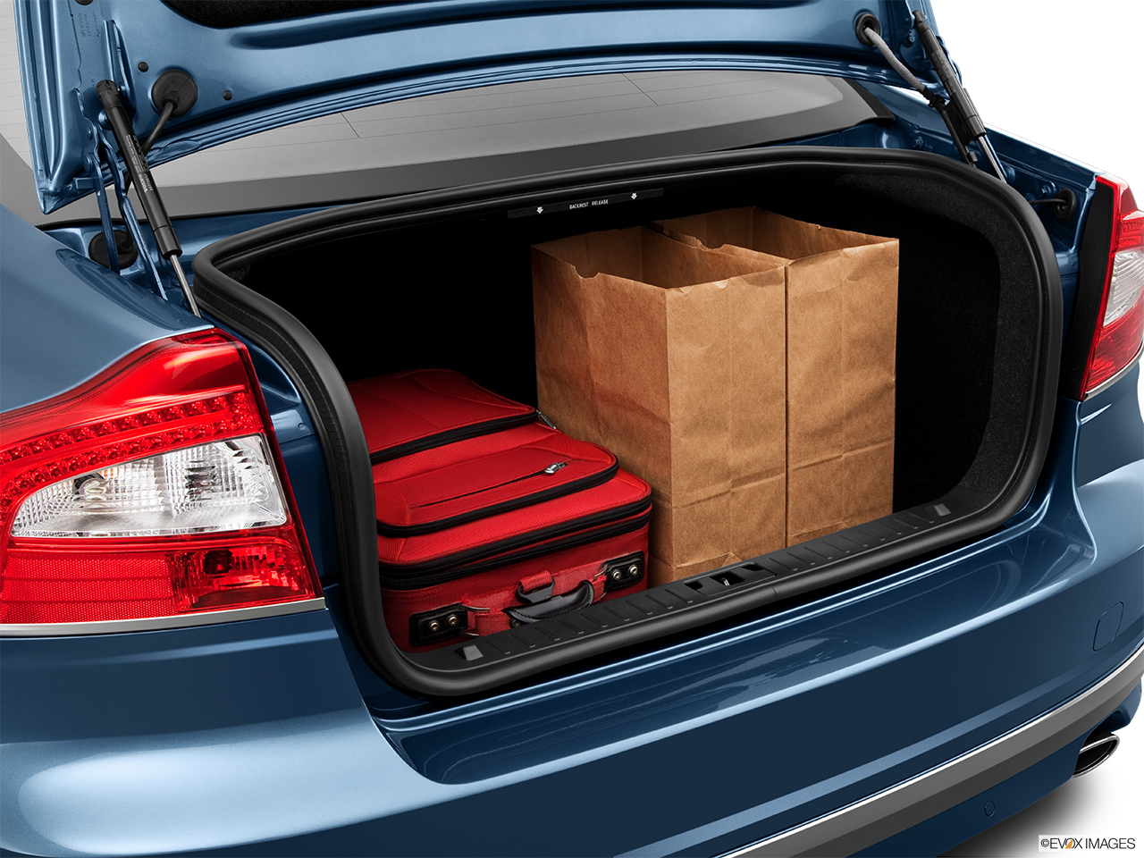 2014 Volvo S80 T6 AWD Platinum Trunk props.