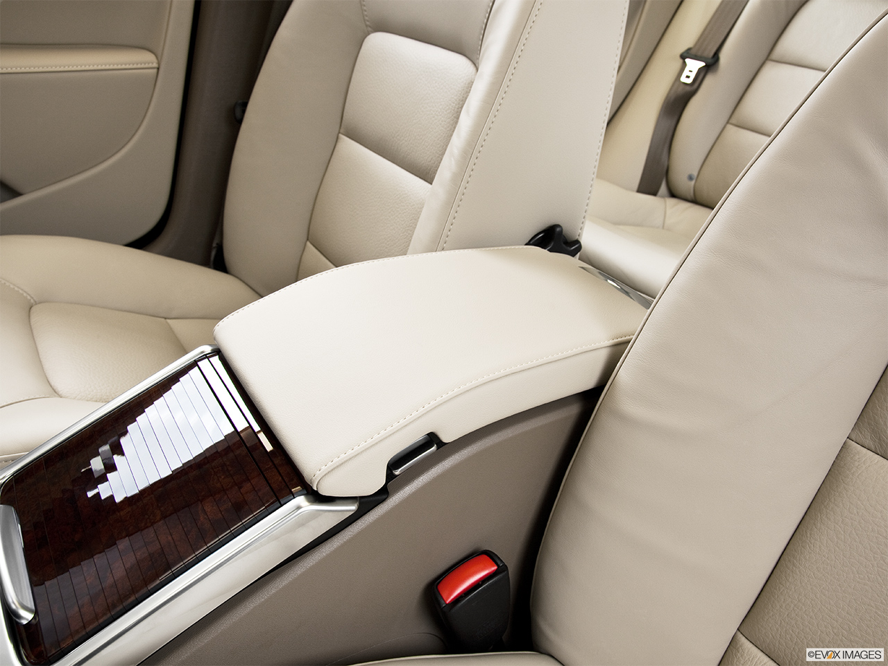 2014 Volvo S80 T6 AWD Platinum Front center console with closed lid, from driver's side looking down