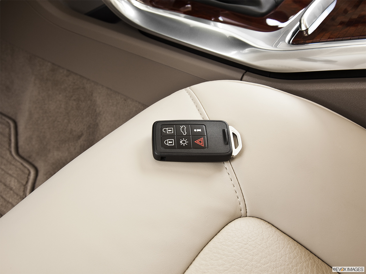 2014 Volvo S80 T6 AWD Platinum Key fob on driver's seat.
