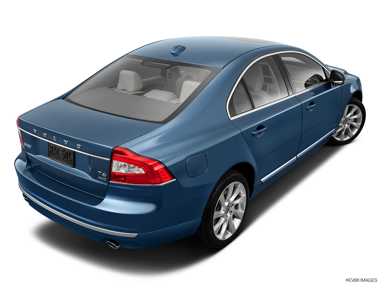 2014 Volvo S80 T6 AWD Platinum Rear 3/4 angle view.