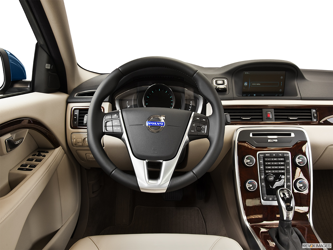 2014 Volvo S80 T6 AWD Platinum Steering wheel/Center Console.