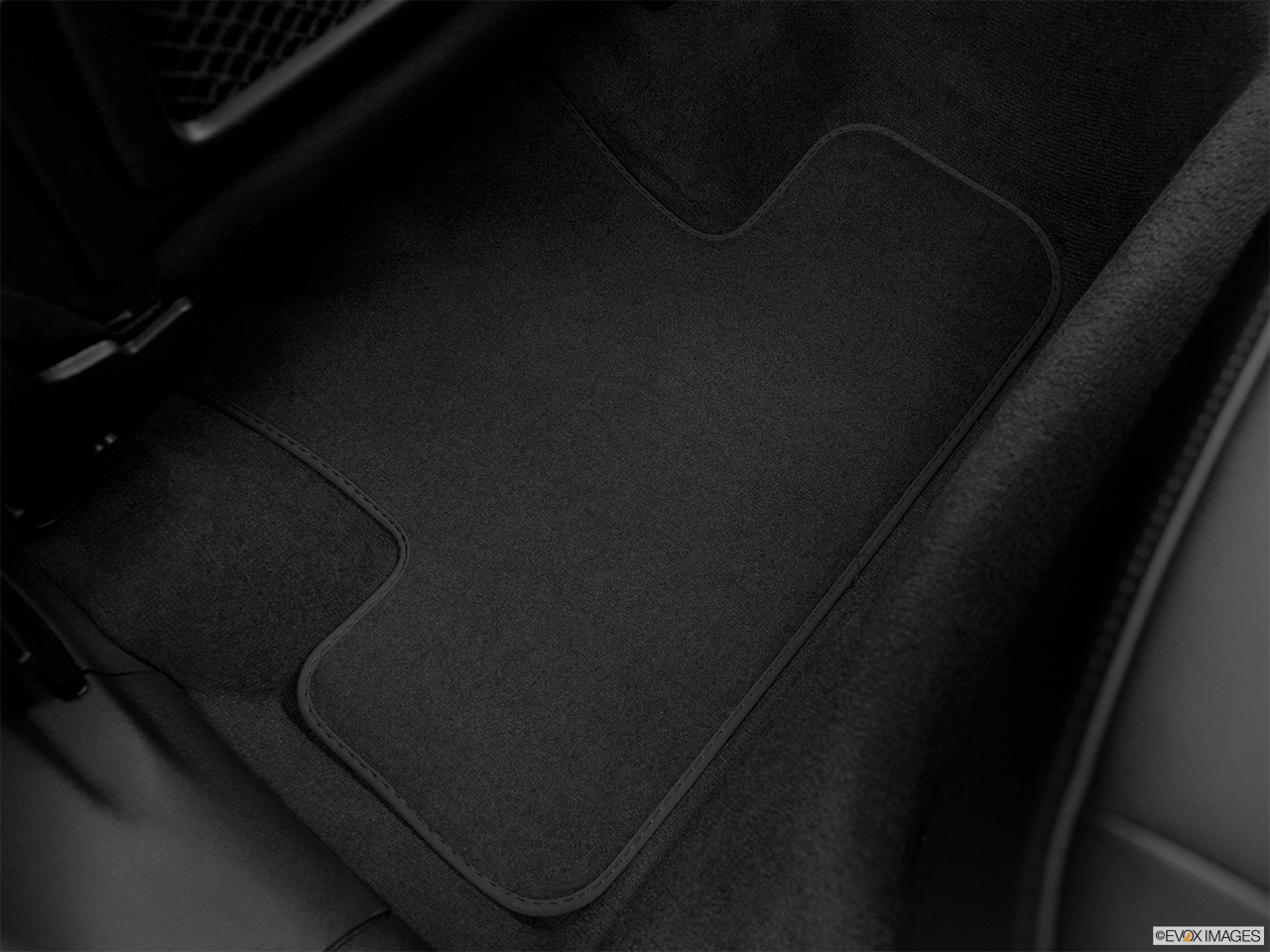 2014 Audi Q5 Hybrid 2.0 TFSI Prestige Rear driver's side floor mat. Mid-seat level from outside looking in.