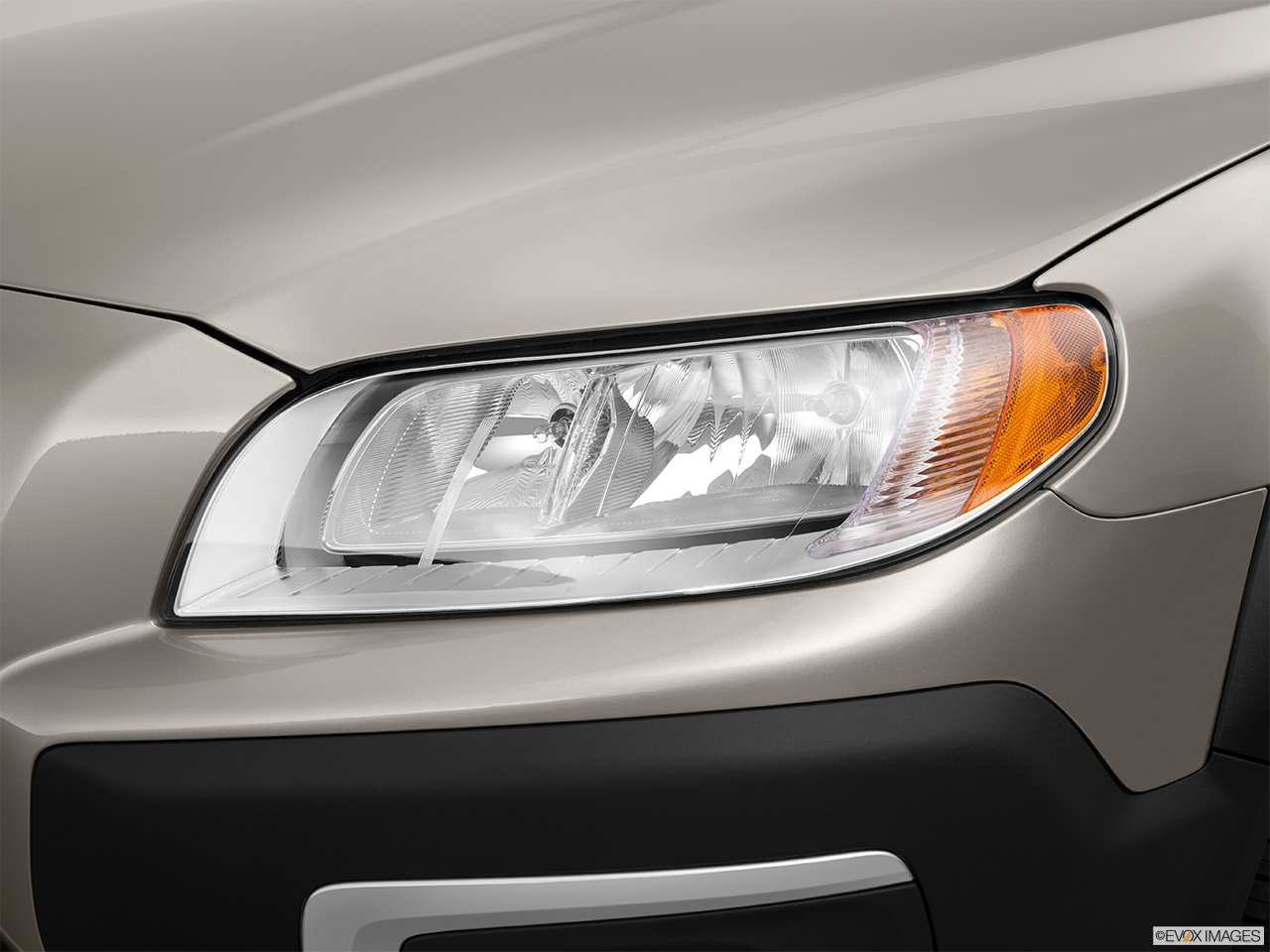 2014 Volvo XC70 3.2 AWD Premier Plus Drivers Side Headlight.