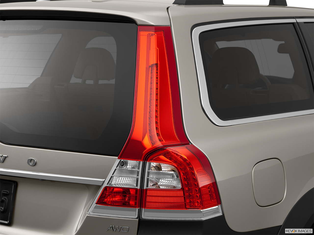 2014 Volvo XC70 3.2 AWD Premier Plus Passenger Side Taillight.