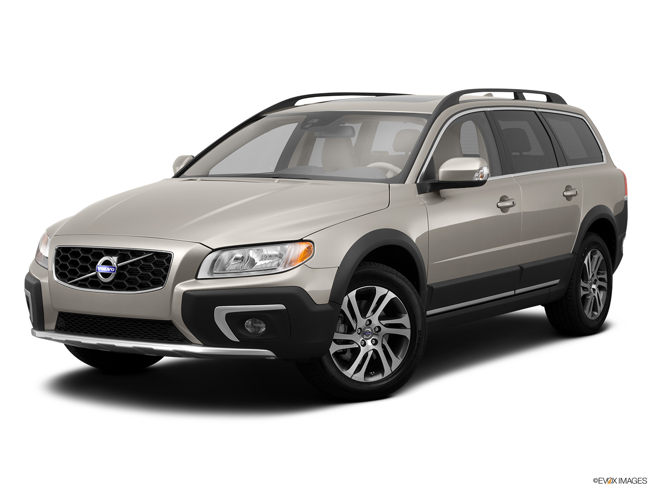 2014 Volvo XC70 3.2 AWD Premier Plus Front angle medium view.