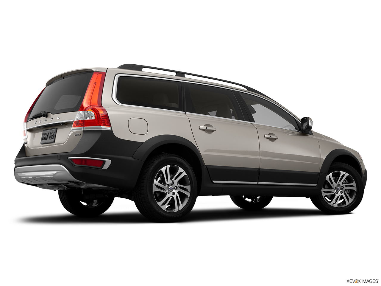 2014 Volvo XC70 3.2 AWD Premier Plus Low/wide rear 5/8.