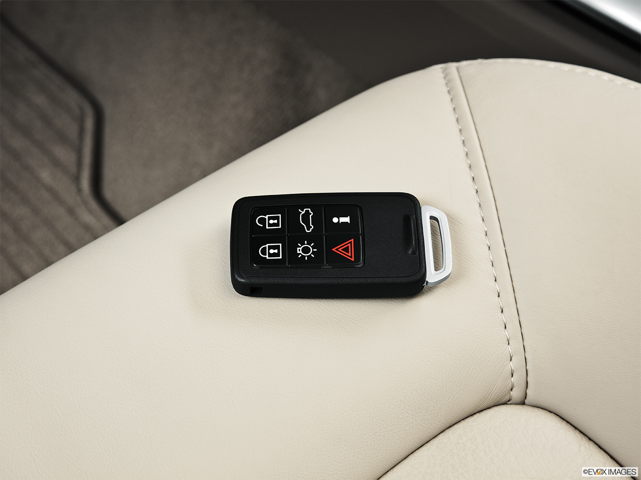 2014 Volvo XC70 3.2 AWD Premier Plus Key fob on driver's seat.