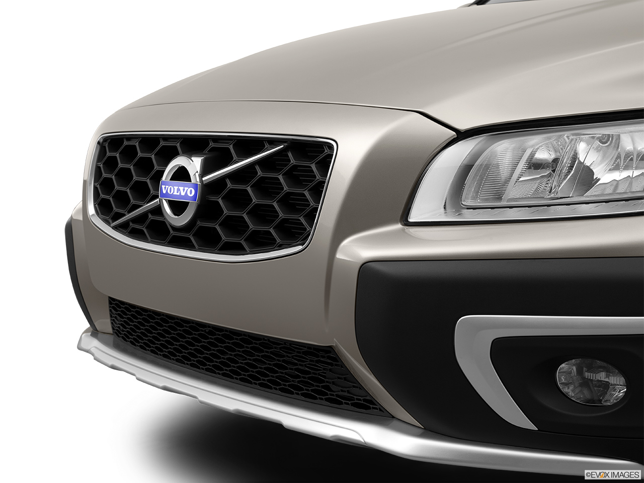 2014 Volvo XC70 3.2 AWD Premier Plus Close up of Grill.