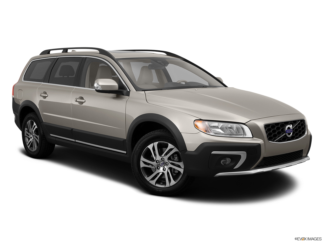 2014 Volvo XC70 3.2 AWD Premier Plus Front passenger 3/4 w/ wheels turned.