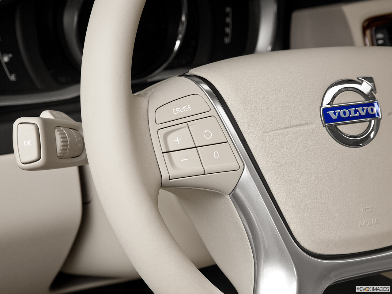 2014 Volvo XC70 3.2 AWD Premier Plus Steering Wheel Controls (Left Side)