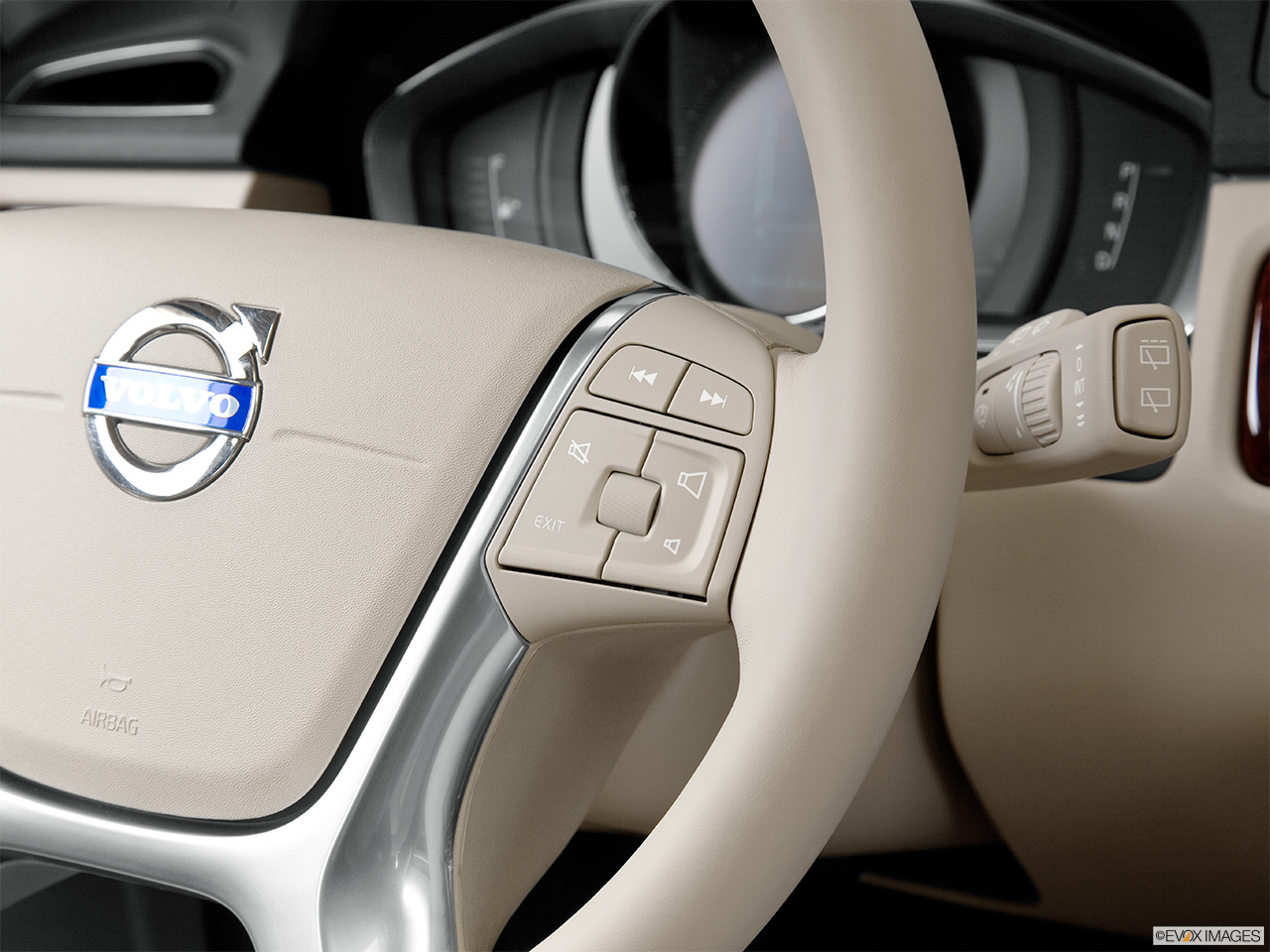 2014 Volvo XC70 3.2 AWD Premier Plus Steering Wheel Controls (Right Side)