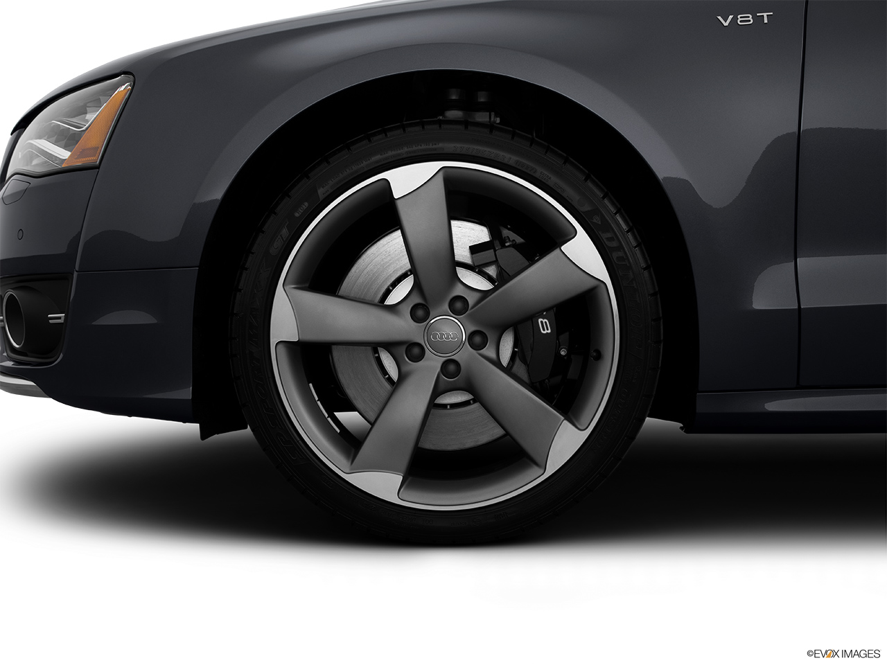 2014 Audi S8 4.0 TFSI Front Drivers side wheel at profile.