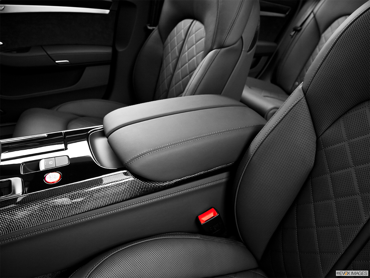 2014 Audi S8 4.0 TFSI Front center console with closed lid, from driver's side looking down