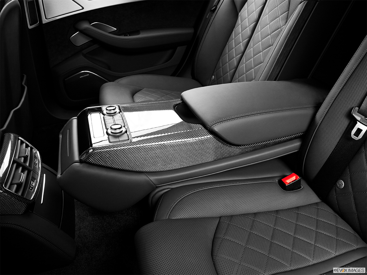 2014 Audi S8 4.0 TFSI Rear center console with closed lid from driver's side looking down.