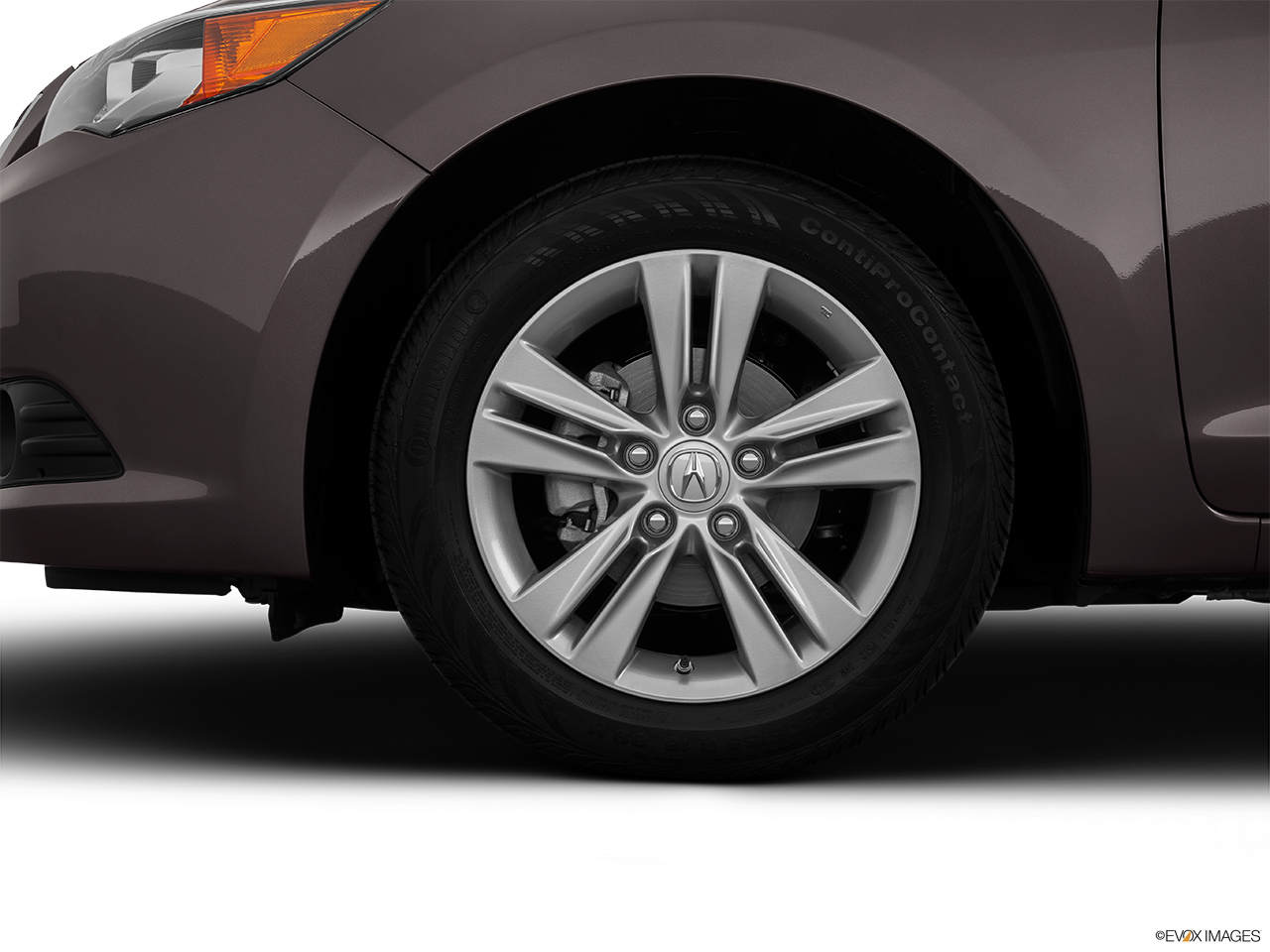 2014 Acura ILX Hybrid Base Front Drivers side wheel at profile.