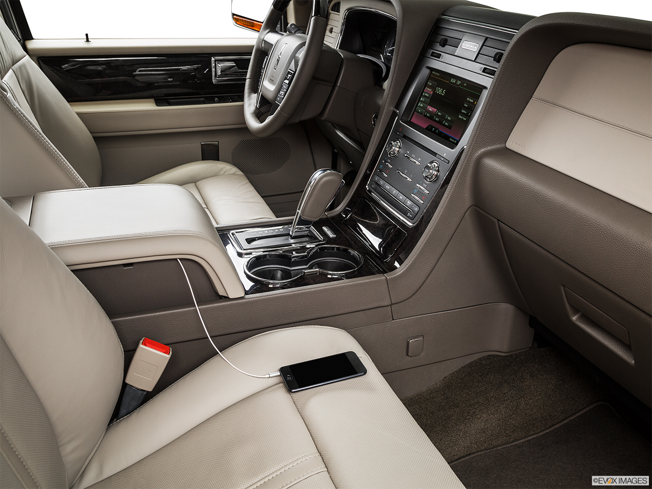 2015 Lincoln Navigator Base Auxiliary jack props.