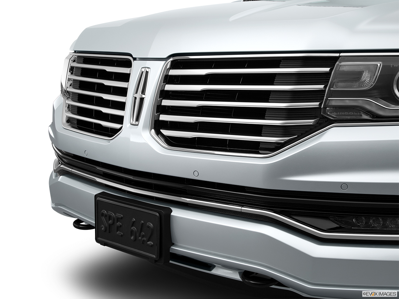 2015 Lincoln Navigator Base Close up of Grill.