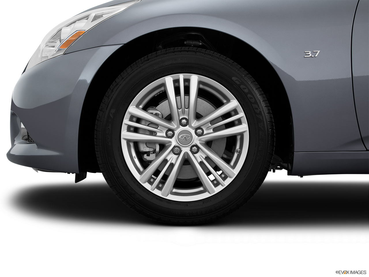 2015 Infiniti Q40 Base Front Drivers side wheel at profile.